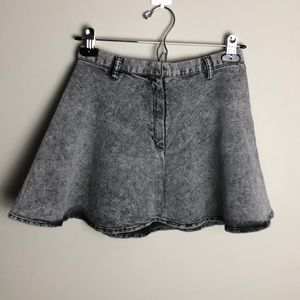H&M Divided Black Washed Out Jean Skirt Size 4